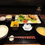 博多の砦 会席・日本料理 和食華彩都 - 暫く待つと日替わり御膳「梅」980円の出来上がりです。