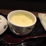 博多の砦 会席・日本料理 和食華彩都 - 竜田揚げの横には小ぶりの上品な茶碗蒸しも添えられてます。