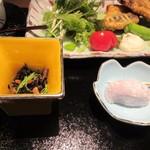 博多の砦 会席・日本料理 和食華彩都 - ひじきの小鉢の横にはデザートのお饅頭も添えられてました。