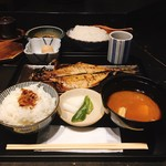 黒座暁樓 - 焼魚 とろあじ定食 @950円 ごはんはふわふわ国産米。甘めなふりかけがけっこう好み。