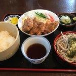 むつみ食堂 - 鳥肉の生姜焼き&半蕎麦セット 980円
