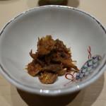 鮨 由う - 鰤かまと尻尾の甘辛煮