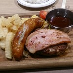 肉が旨いカフェ NICK STOCK 枚方店 - ハンバーグとソーセージセットにベーコン載せ