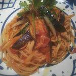 キャラバン サライ - 茄子と何かのトマトパスタ