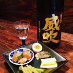 日本酒バー にゃごりん - 1杯だけでも楽しめる突き出しです。