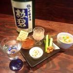 日本酒バー にゃごりん - 酒粕を使った料理が突き出しには多いです。