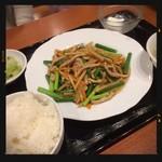 四川麻辣火鍋 天府 - 豚肉とニンニクの芽炒め定食 850円