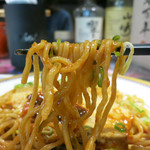 ヤキソバル ダブリュワイ - エッジが立った特徴的な中太麺