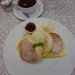 幸せのパンケーキ - □幸せのパンケーキ 1100円(内税) /ホイップクリーム 100円(内税) /セットドリンク(紅茶) 200円(内税)□