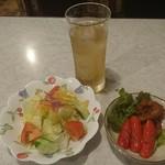 ヨコイ - ジェントルマン(ミラカン、ジンジャエール、サラダ、おつまみ) 1,550円
