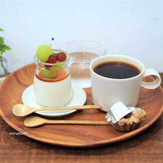 あんずともも - 料理写真:ブランマンジェ 山梨のぶどうのせ、コーヒー
