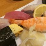 漁師寿司 海蓮丸 - にぎり拡大