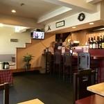 菜根譚 北海道中華 - 小上がり席、テーブル席、カウンター席ございます店内です。