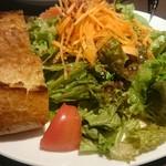 SAKEビストロNa-Na - サラダとパン(2人分)