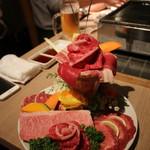 和牛・焼肉・食べ放題 牛憩 肉屋の台所 - 最初の肉パフェ