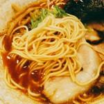 ら~めん TAMAZO - 博多らーめんを思わせるポキポキ感のある細麺。