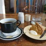 ナナハチヨン ジャンクションカフェ - 料理写真:コーヒーとスコーンをいただきました(2017.10.27)
