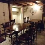 東麻布 ringo DINING - 店内奥の個室は〜12名