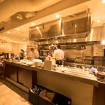肉ビストロ WAIGAYA - オープンキッチンの開放的な空間が人気です!