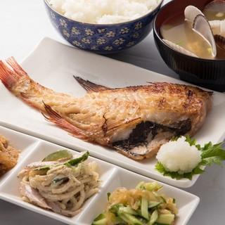 新鮮魚介を使用した豊富なメニュー