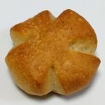 レフボン - 料理写真:塩パン(86円)