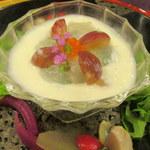 懐石フランス料理 グルマン橘 - 真鯛の昆布〆と葡萄のカクテル