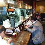 光来 - 光来 @西新宿 L字型カウンターに10席の店内