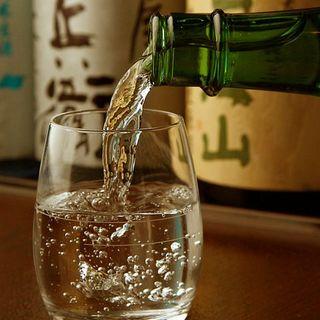 蕎麦に合う日本酒が30種以上☆500円均一で飲み比べも◎