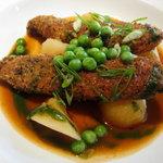 ラカント - 鶏ささみのフリット・アールグレイの紅茶風味、玉ねぎとジャガ芋の煮込み添え