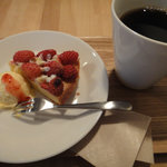 7544323 - poroブレンド珈琲(すっきり)と本日のケーキ