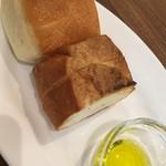 Bistro&Cafe 徒然 - パンを選びました