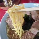 ニューラーメンショップ宝田 - 少し縮れた中太麺
