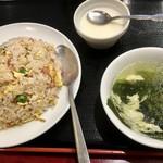東海酒家 - 半チャーハン400円