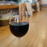 ピザ アキラッチ - グラスワイン赤をいただきました(2017.10.27)
