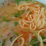 辰龍軒 - 「らーめん」赤ごしょうで赤く染まったスープ