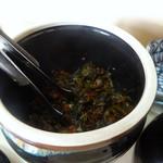 辰龍軒 - 「辰龍軒」卓上の辛子高菜