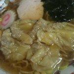 栄楽 - ワンタン麺 550円