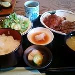 ときわ - 料理写真:ステーキヒレカツ定食