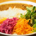 75458018 - 牛スジとたっぷり野菜のカレーライス 温泉卵添え 980円
