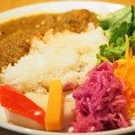 75458020 - 牛スジとたっぷり野菜のカレーライス 温泉卵添え 980円