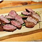 肉小屋 - 分厚い牛タン!