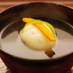 日本料理 晴山 - 椀もの:剣先烏賊の真薯