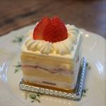 パレスベーカリー - ストロベリーショートケーキ