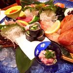 にぎわい寿司 - 刺身盛り合わせ