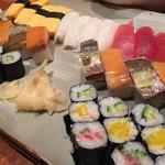 にぎわい寿司 - 寿司盛り合わせ