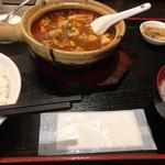 水漫庭 - 料理写真:土鍋で食べる麻婆豆腐! ハフハフしながらね!