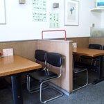 7548592 - 清潔感あふれる店内 カウンター席も10席ほどあります