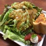 トゥットゥベーネ - すごいボリュームのサラダ