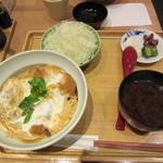 75484178 - かつ丼(ひれ)1100円