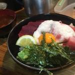 75484487 - マグロ山かけ丼(¥900)
